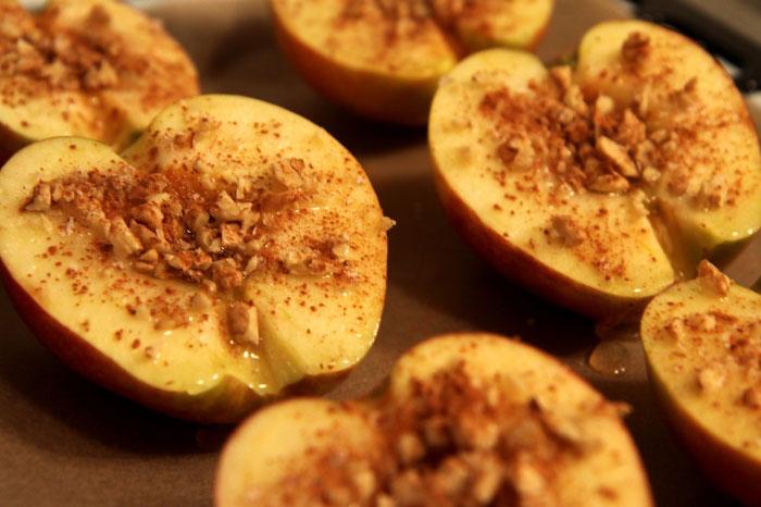 Pieczone jabłka z miodem i orzechami 2