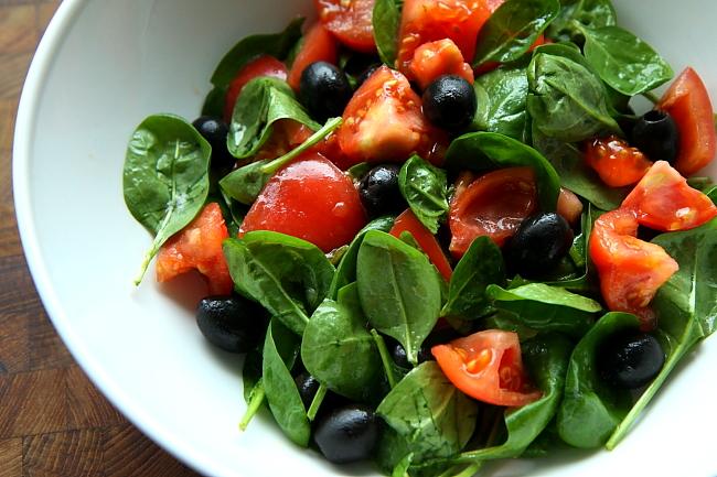 Szpinak pomidory oliwki L_03