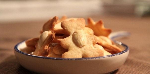Kruche ciasteczka maślane z orzechami 1 MAIN