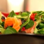 Sałatka z roszponki i wędzonego łososia 3