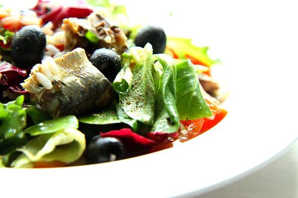 Salatka z sardynkami w winie S_09