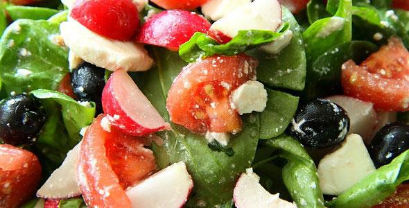 Szpinak Z Pomidorami Rzodkiewkami I Fetą Facet I Kuchnia