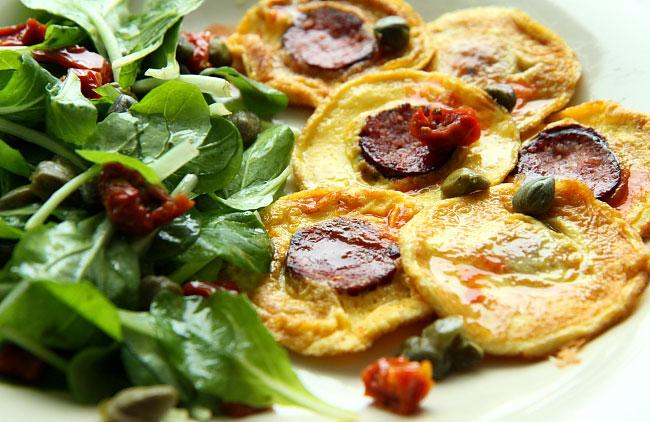 Mini omlety z sałatką_02