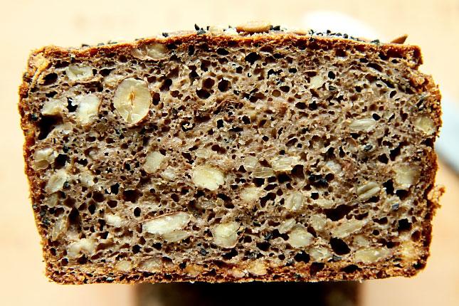 Chleb z czarnuszką L_12