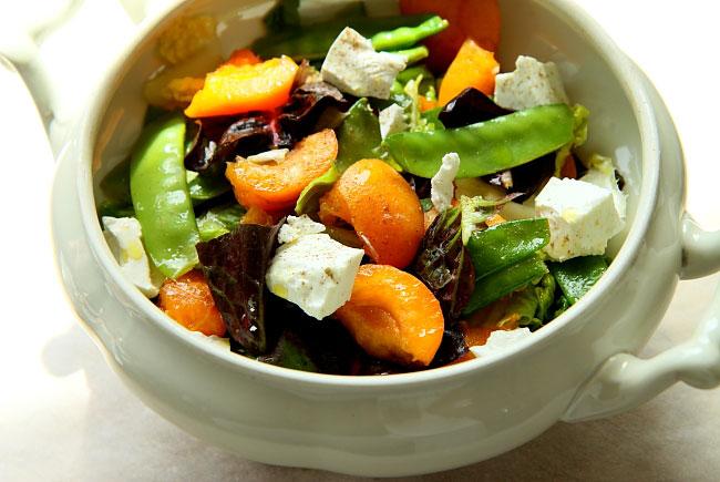 Salatka z kozim i morelami L_20