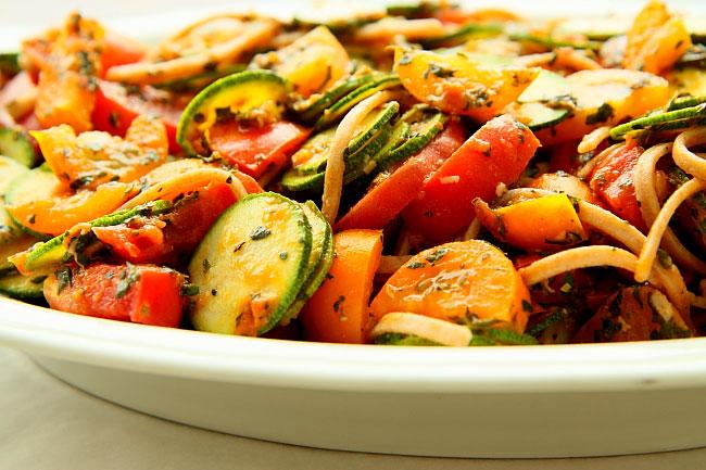 Makaron z pomidorami i cuk L_04