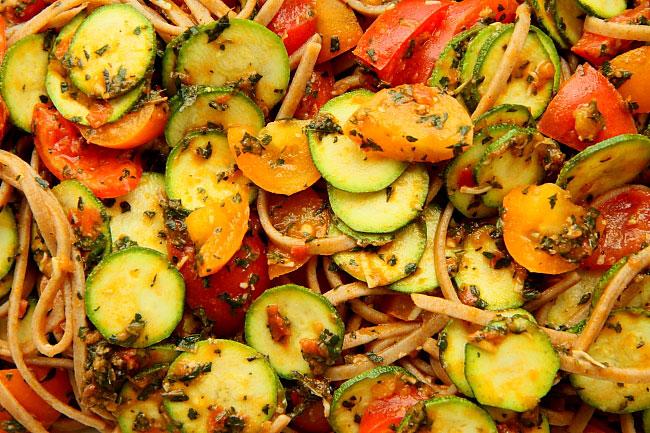 Makaron z pomidorami i cuk L_07