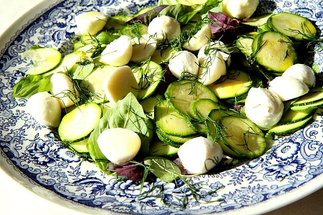 Sałatka z mozzarelli i cukin L_05