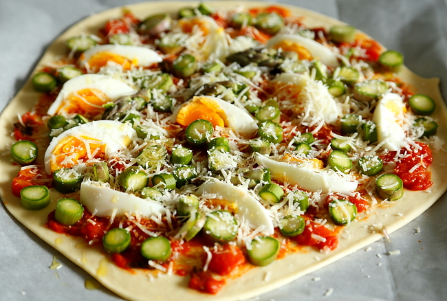 Pizza szparagi jajko L_01