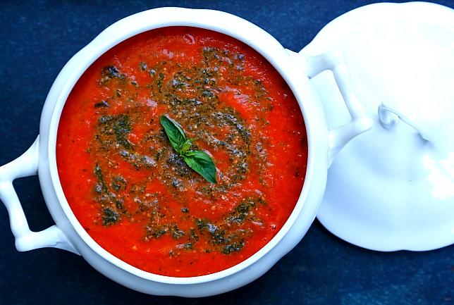 Zupa krem z pieczonych pomidorów malinowych wegańska