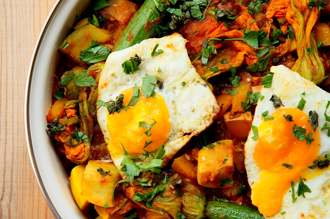 Duszone warzywa z jajem sadz L_05