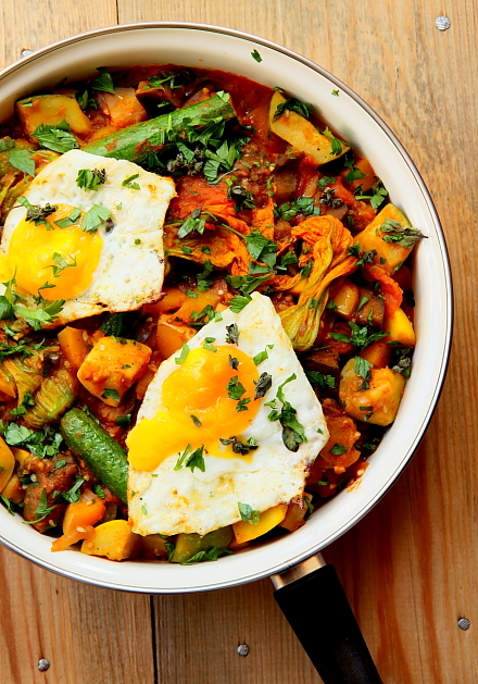 Duszone warzywa z jajem sadz L_06