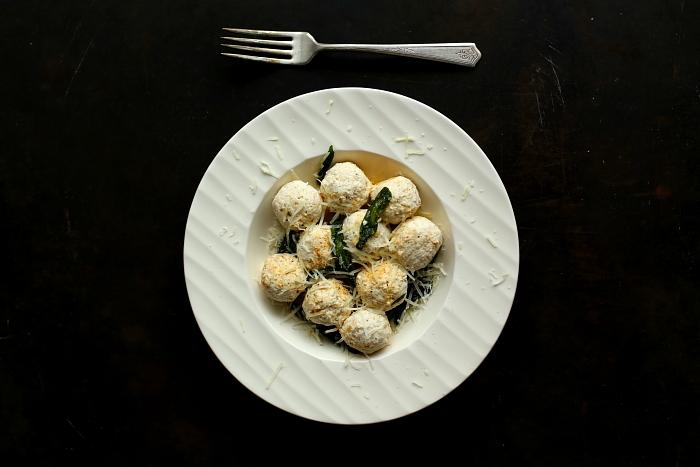 Gnudi z szałwią i masłem | Bezglutenowe