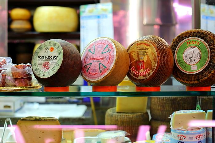 Cagliari market L_24