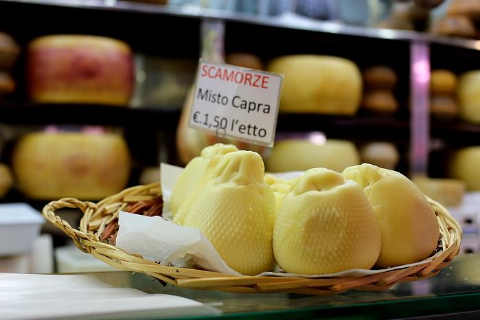 Cagliari market L_26