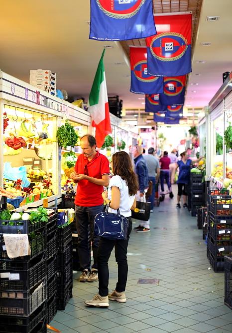 Cagliari market L_40