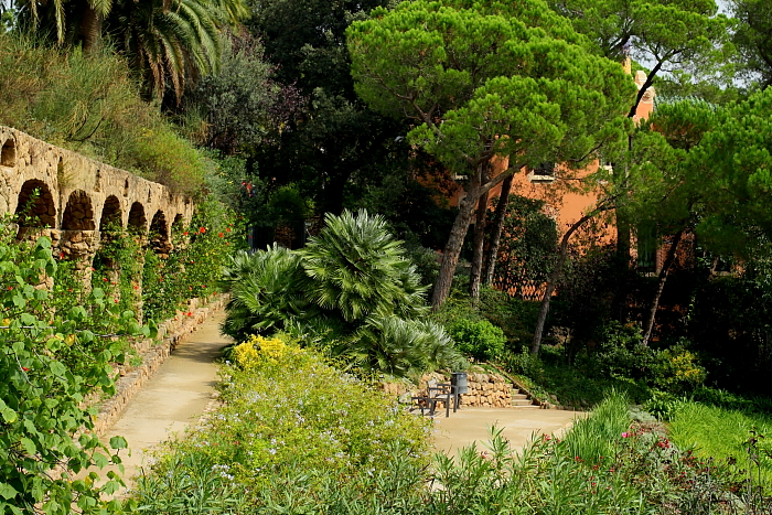 Barcelona - Gaudi L_06