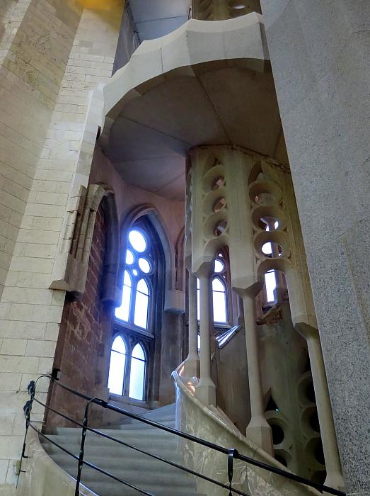 Barcelona - Gaudi L_45