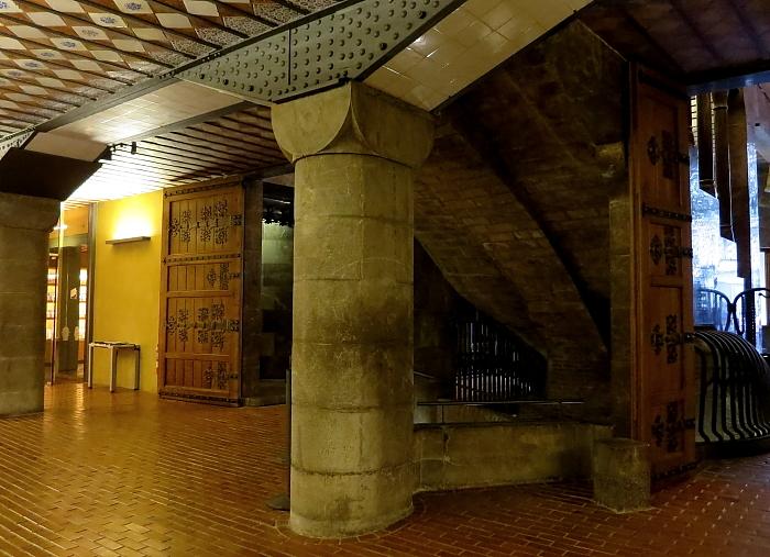 Barcelona - Gaudi L_56
