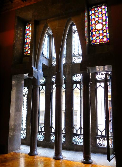 Barcelona - Gaudi L_67