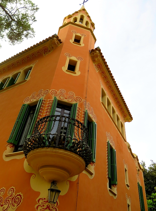 Barcelona - Gaudi L_82