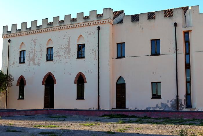 Średniowieczne mury obronne z XIV wieku i zamek Salvaterra