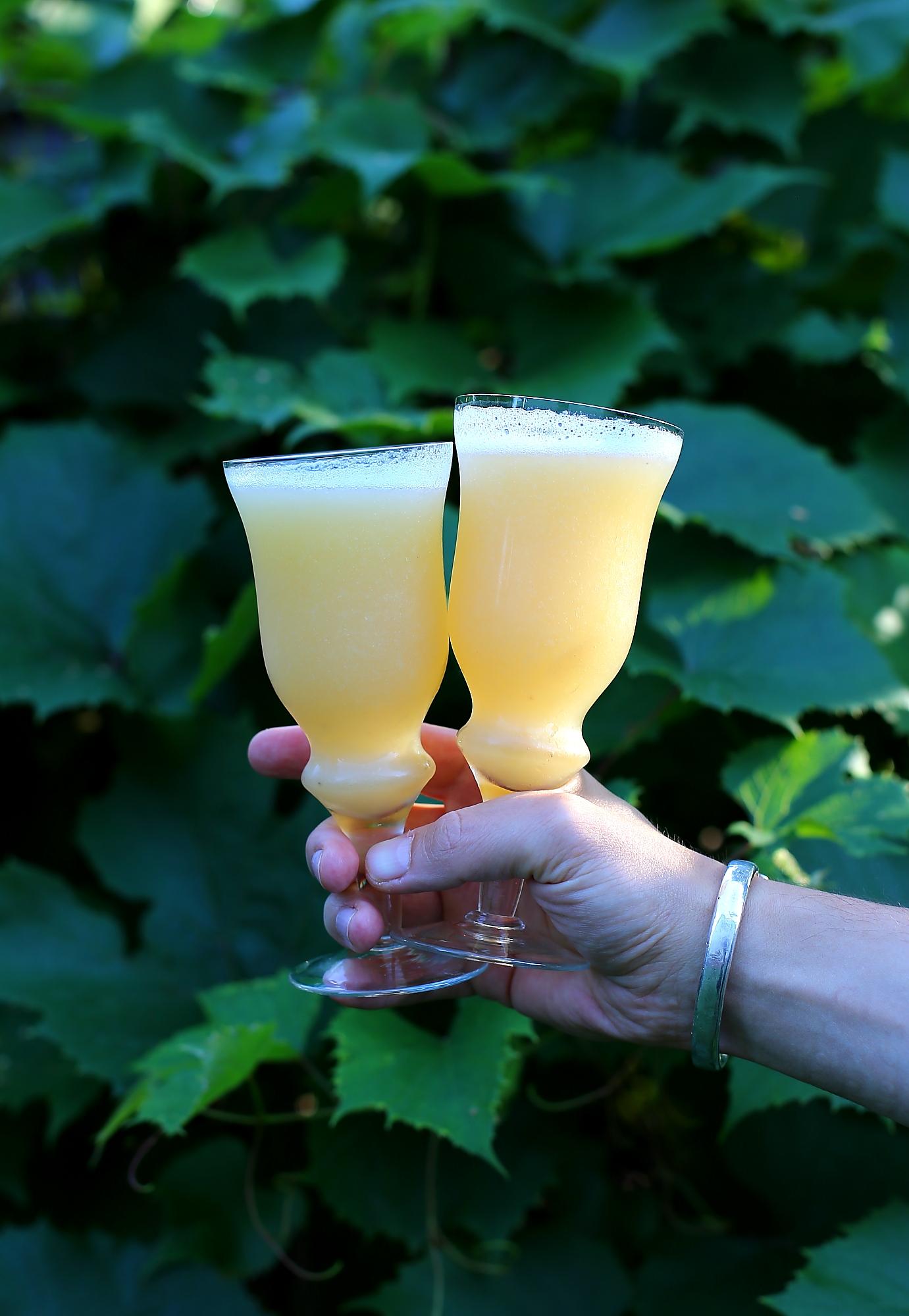Bellini - klasyczny drink z prosecco i białych brzoskwiń