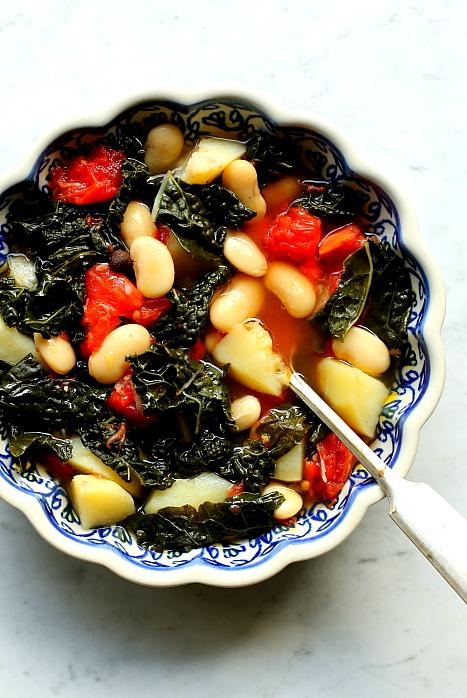 Zupa z ziemniaków i jarmużu