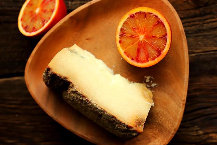 Castelmagno z persymoną i pomarańczą