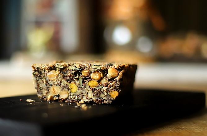 Chleb z ziaren z pistacjami