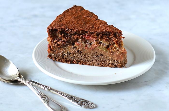 Ciasto jaglane z rabarbarem