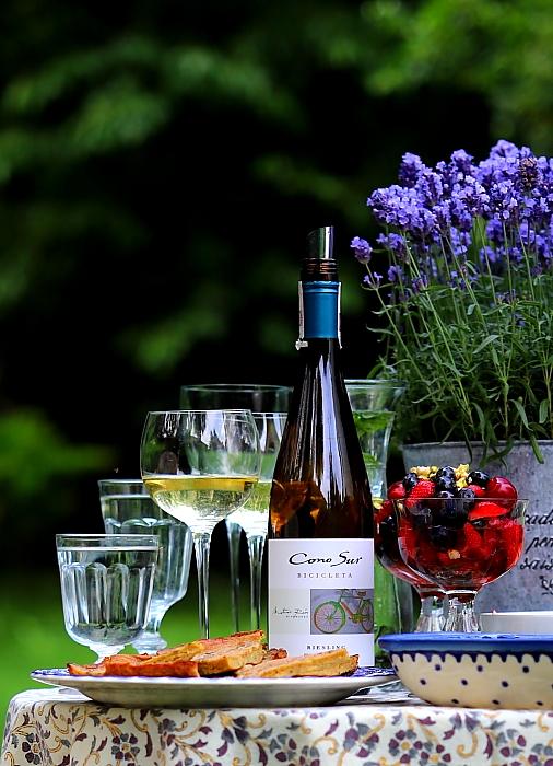Owoce w białym winie