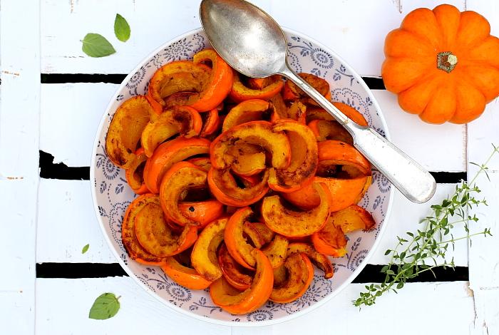 Dynia mandarynkowa z owocowym sosem