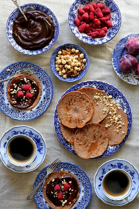 Castagnacci: placki i krem daktylowo-kawowy
