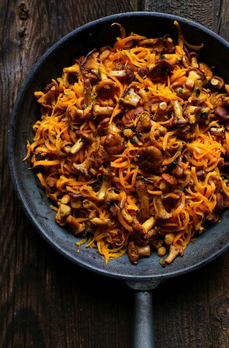 Marchewkowe spaghetti z kurkami