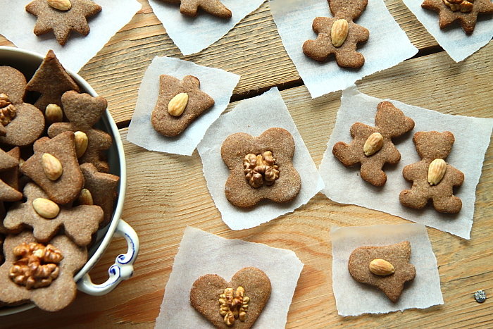 Kruche ciasteczka maślane z orzechami