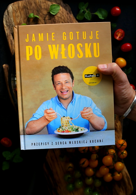 Jajka sadzone z mozzarellą i pomidorami
