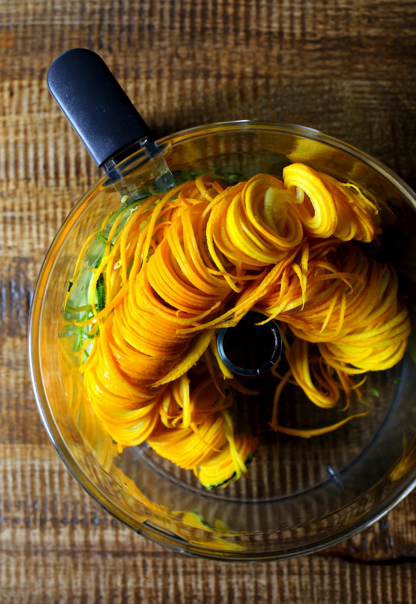 Dynia nadziewana makaronem z cukinii