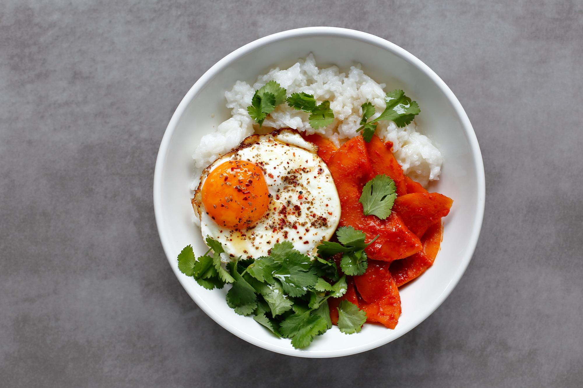 Kimchi z ryżem i jajkiem