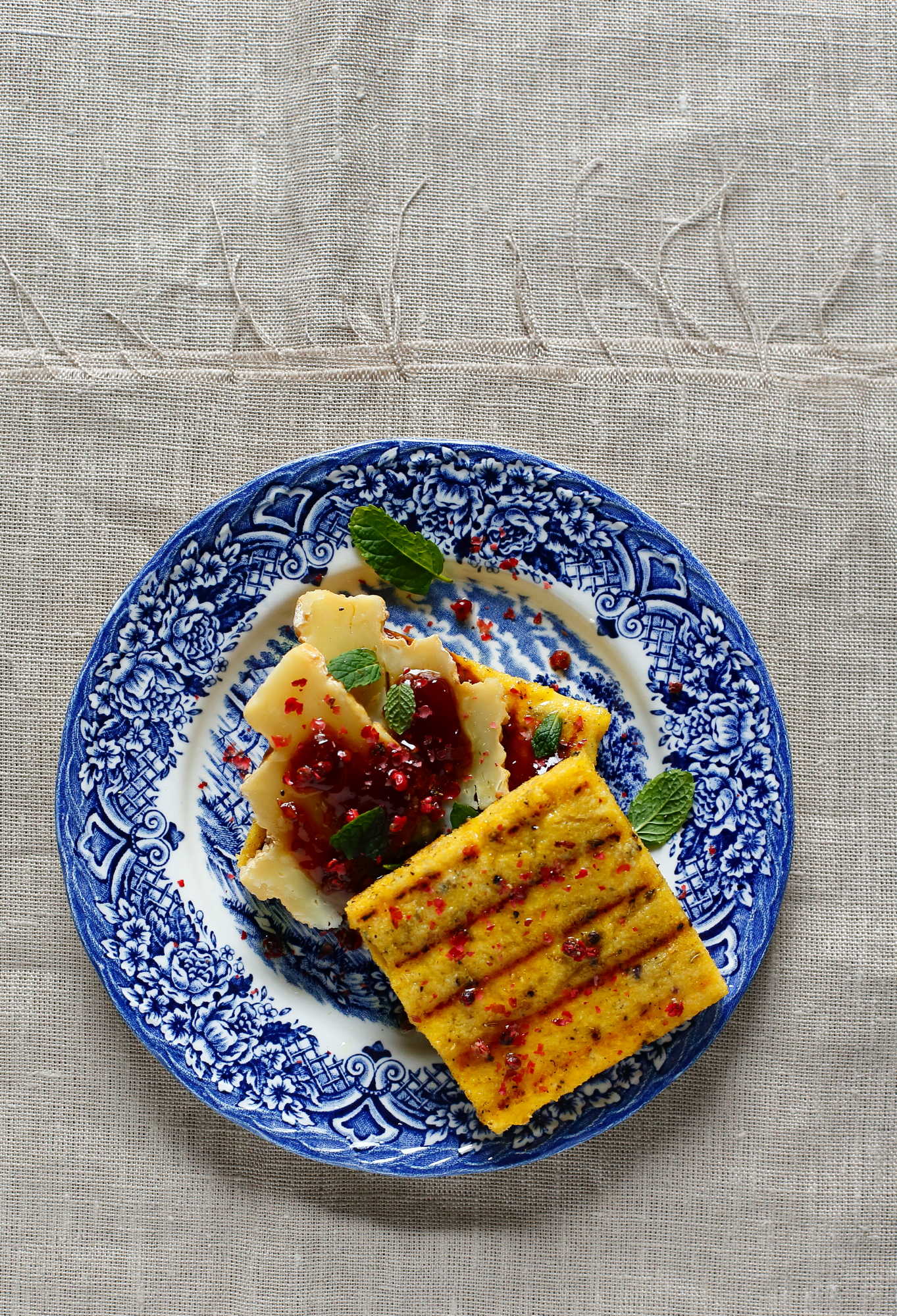 Polenta z grilla i sałatka z pomarańczy
