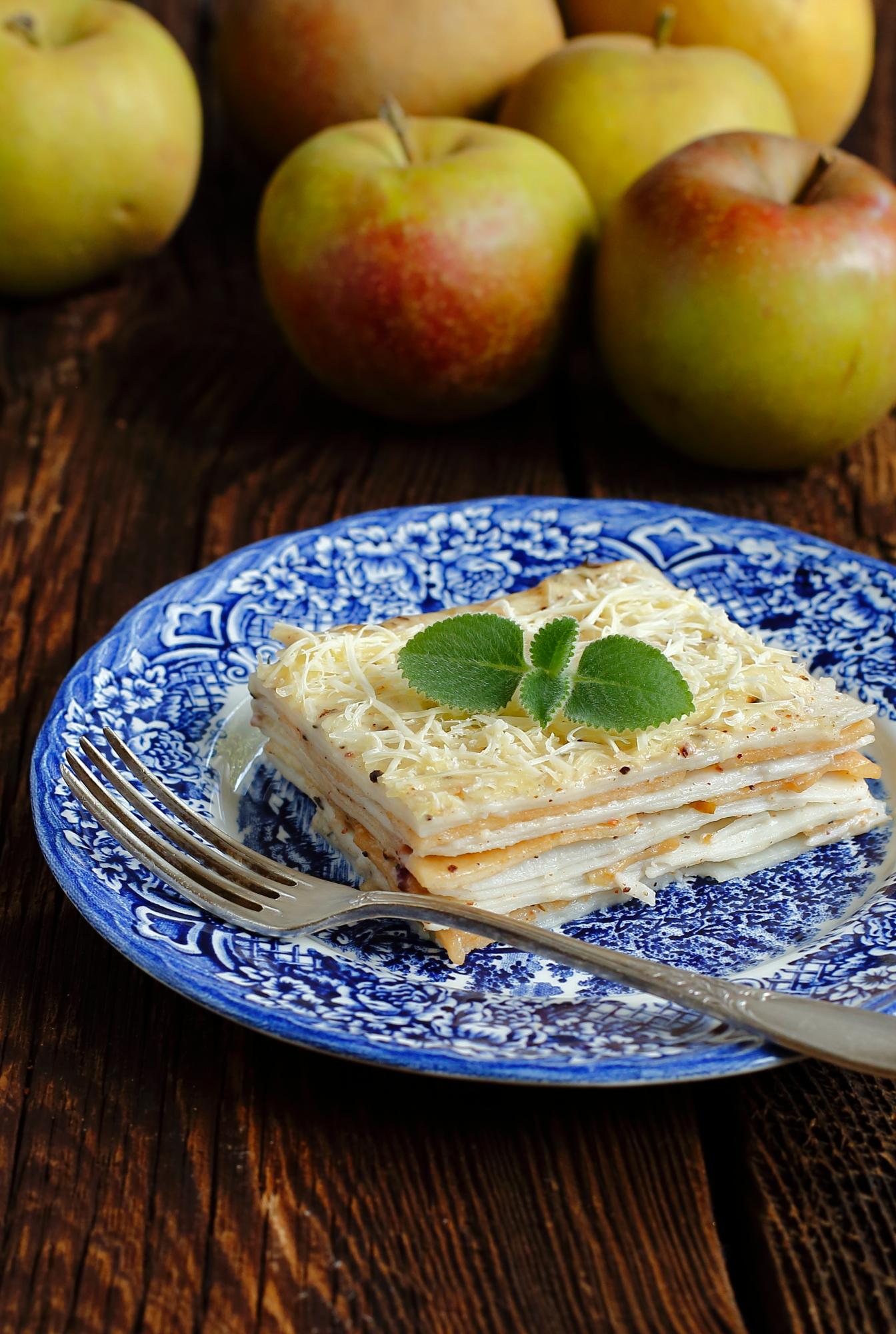 Wegańska lasagne z jabłkiem i tymiankiem