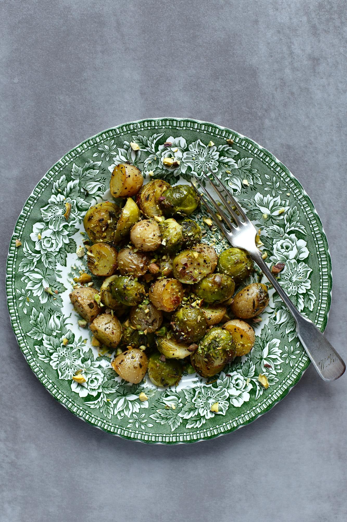 Brukselka pieczona z ziemniakami