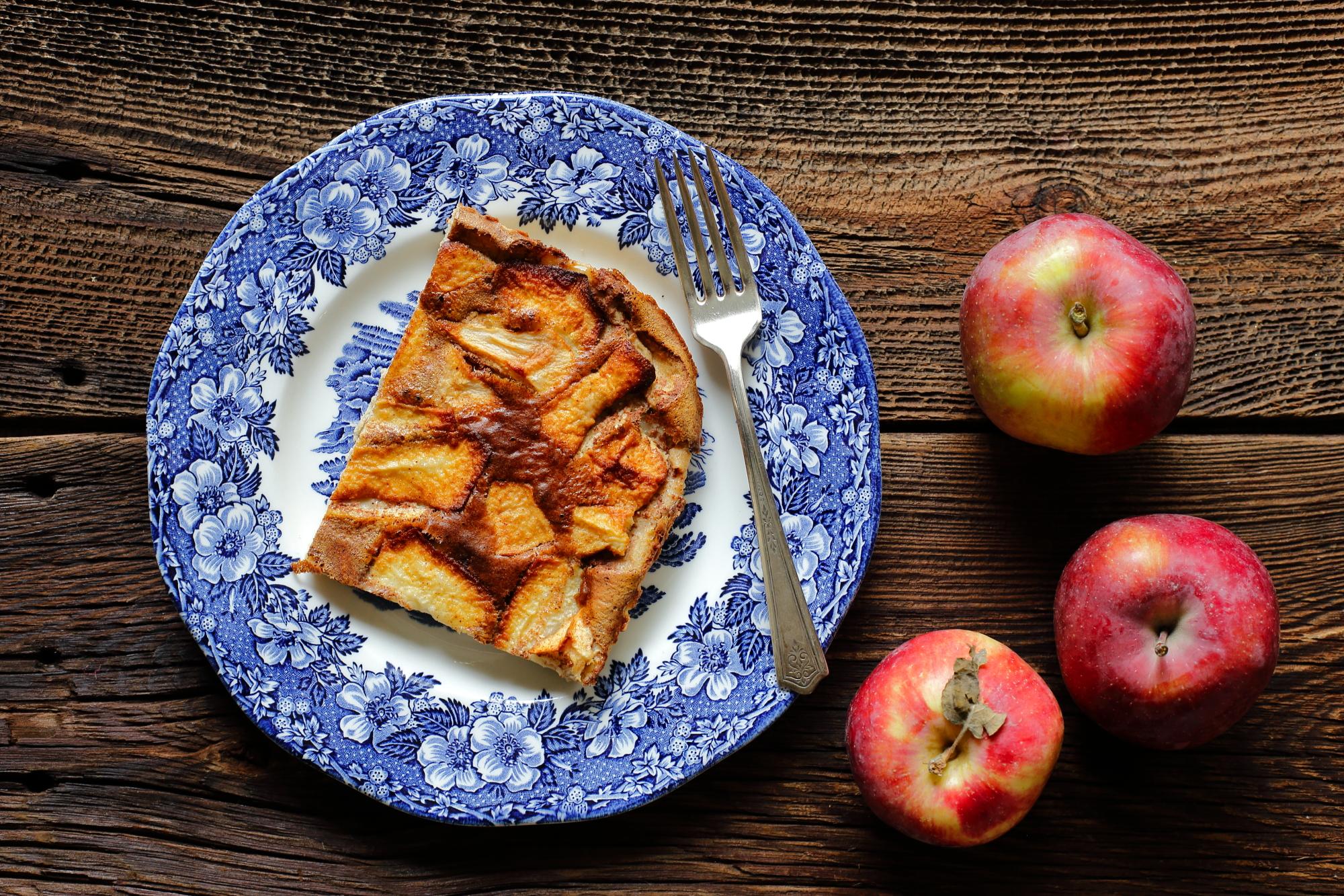 Flaugnarde z jabłkami i cynamonem