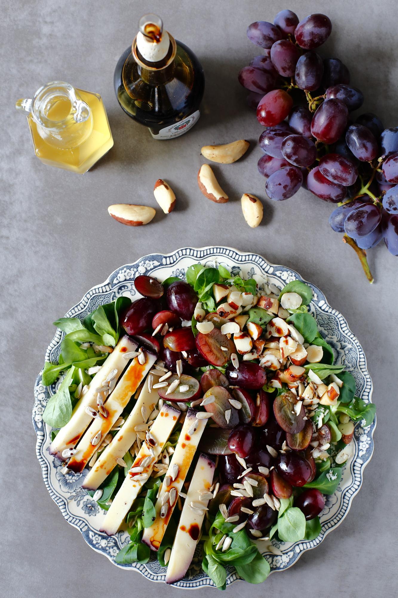 Sałatka orzechowa z quinoa