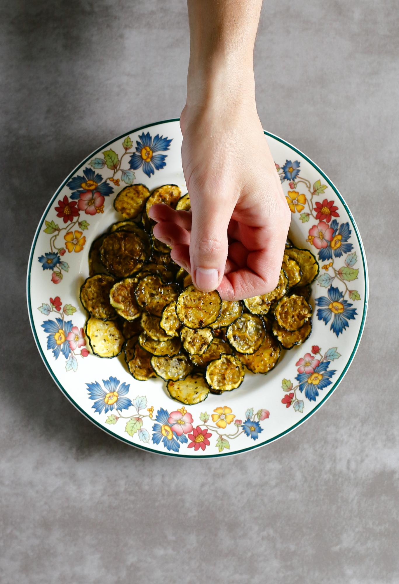 Chipsy warzywne z cukinii i marchewki