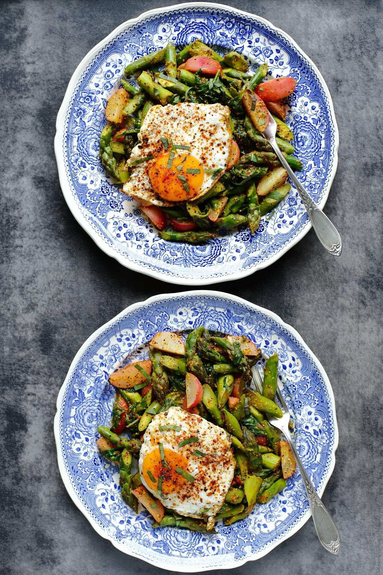Szparagi z musztardą i jajkiem