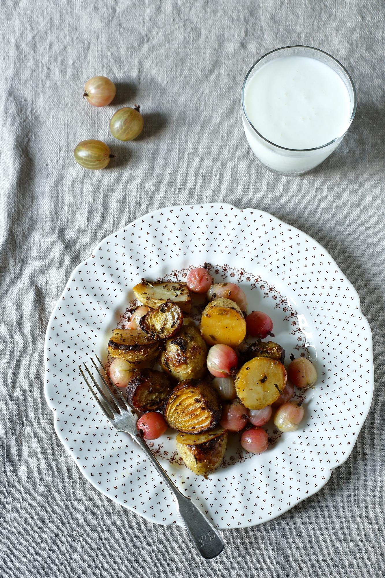 Pieczone ziemniaki z agrestem