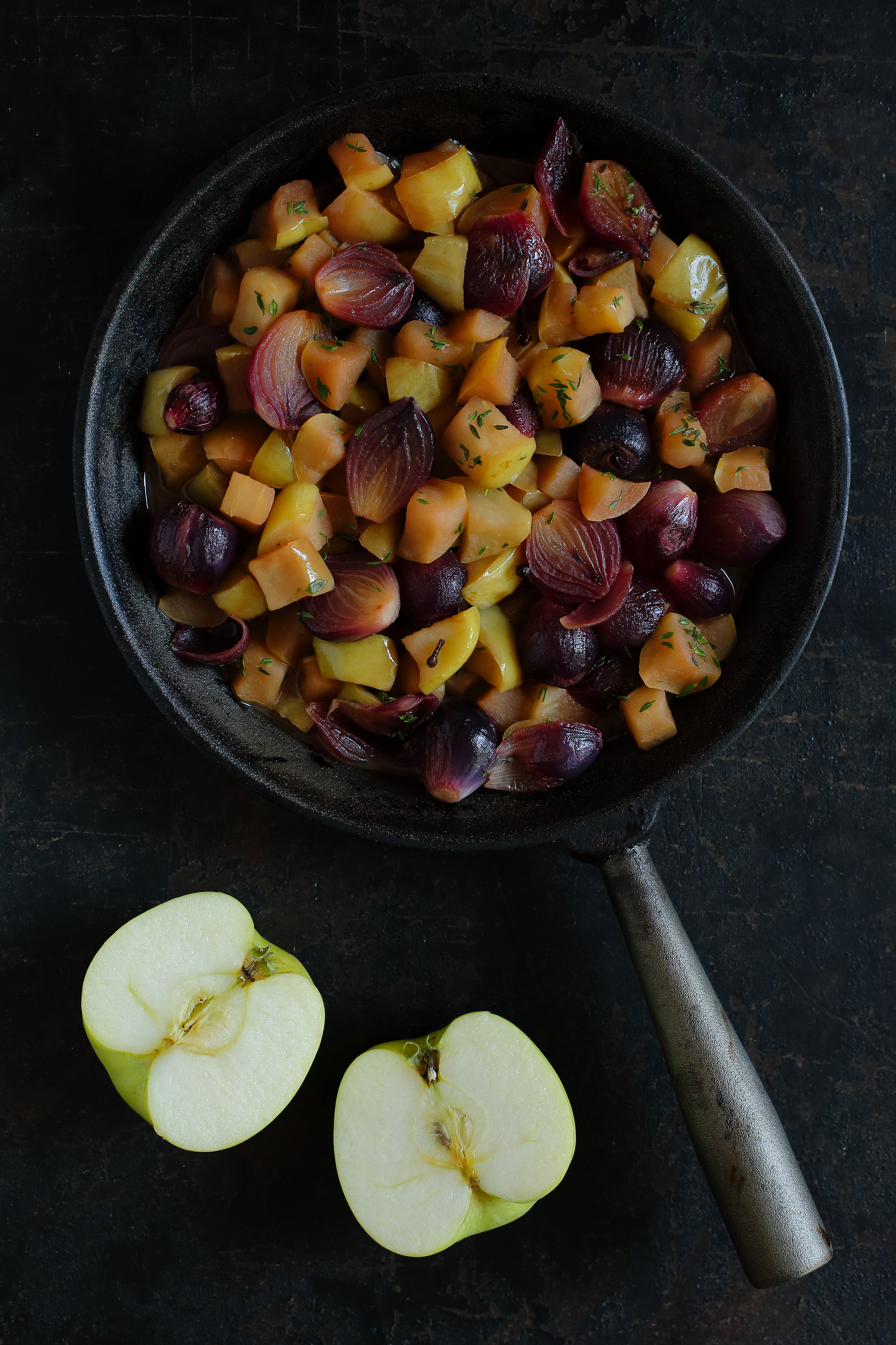 Cebulki z jabłkiem karmelizowane w cydrze