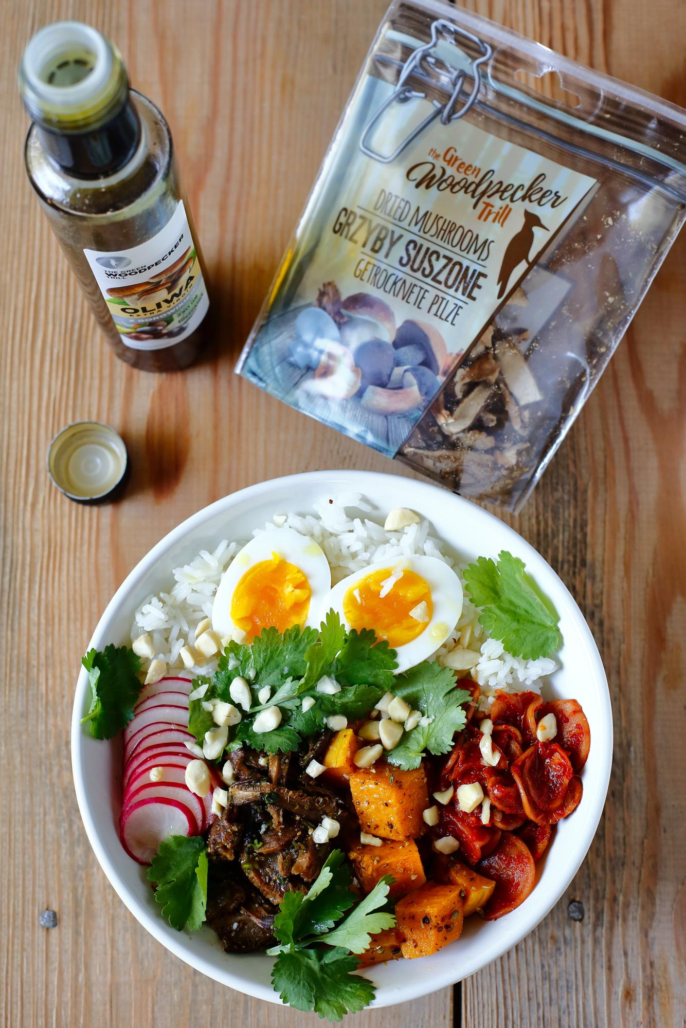 Buddha bowl z jajkiem i shiitake