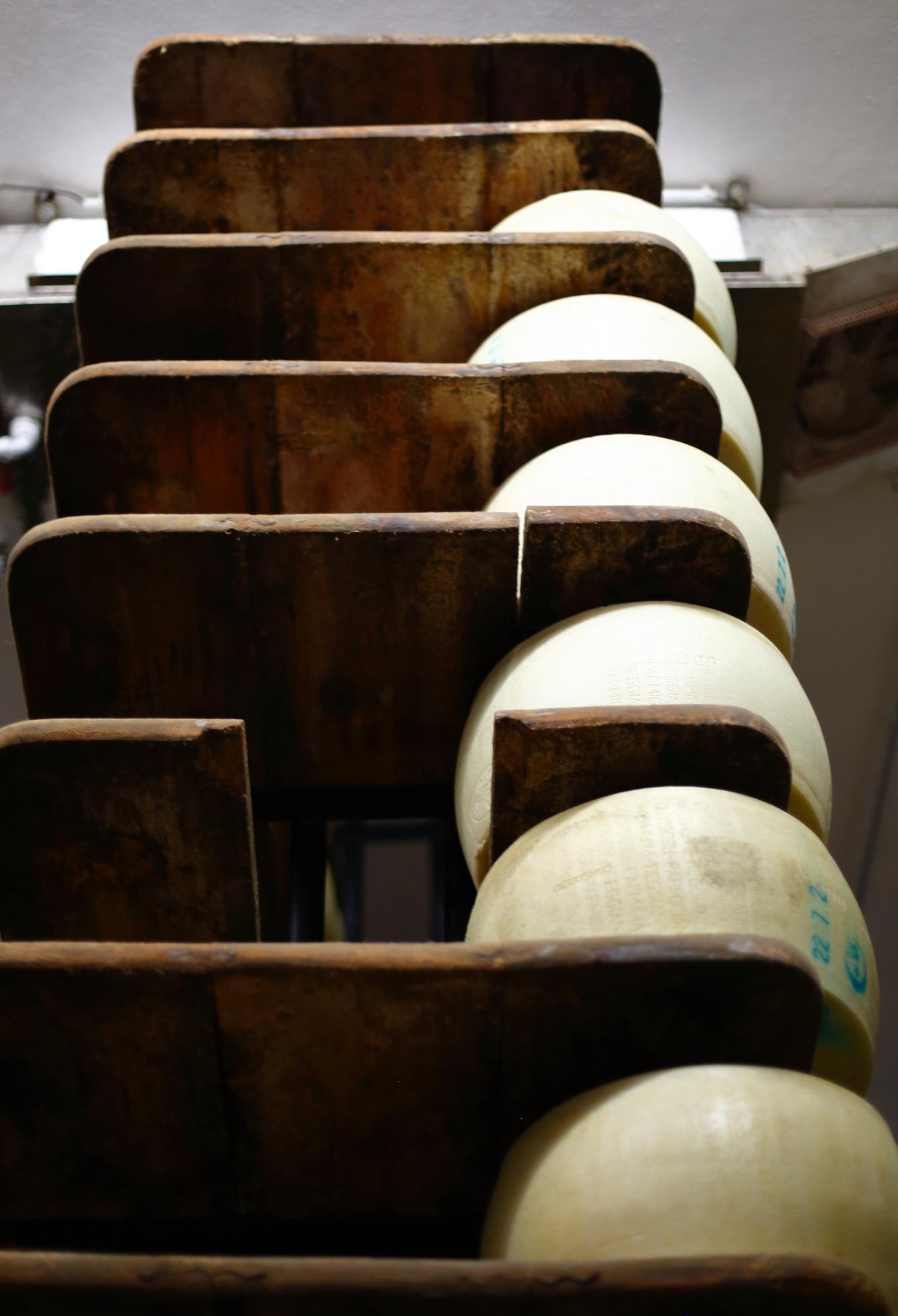 Jak powstaje Parmigiano Reggiano